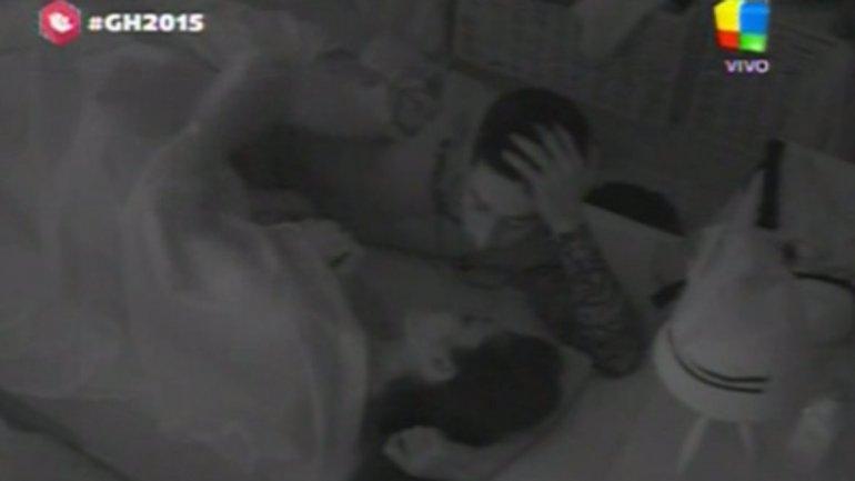 #MaríaPaz y #Nicolás, susurros hot y mimos debajo de las sábanas en #Gh2015