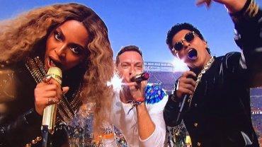 Beyoncé y Bruno Mars acompañaron a Coldplay en el show de entretiempo del Super Bowl 50