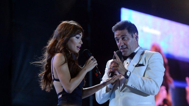 Lali Espósito cantó en el debut de Laten Argentinos